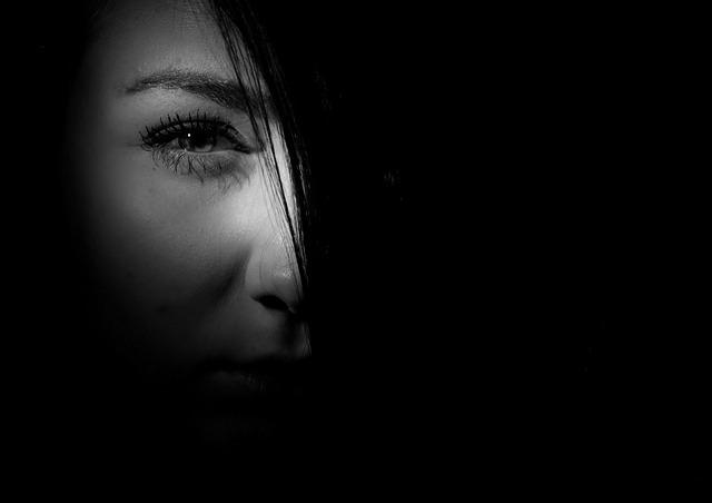 感情をコントロールできない女たち